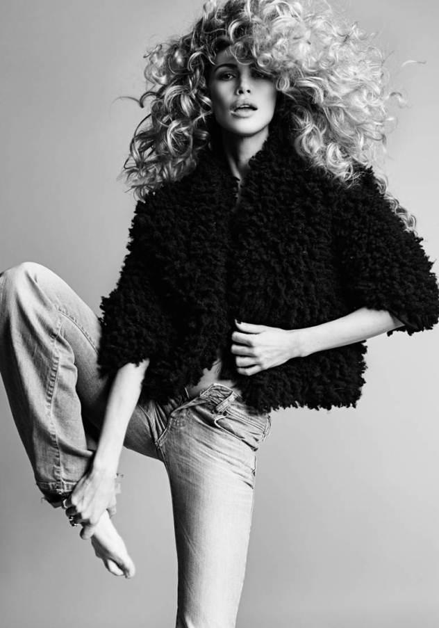 מעיל פרווה סינטטית: h&m, ג׳ינס: ריפליי (צילום: גורן לייבוביץ')