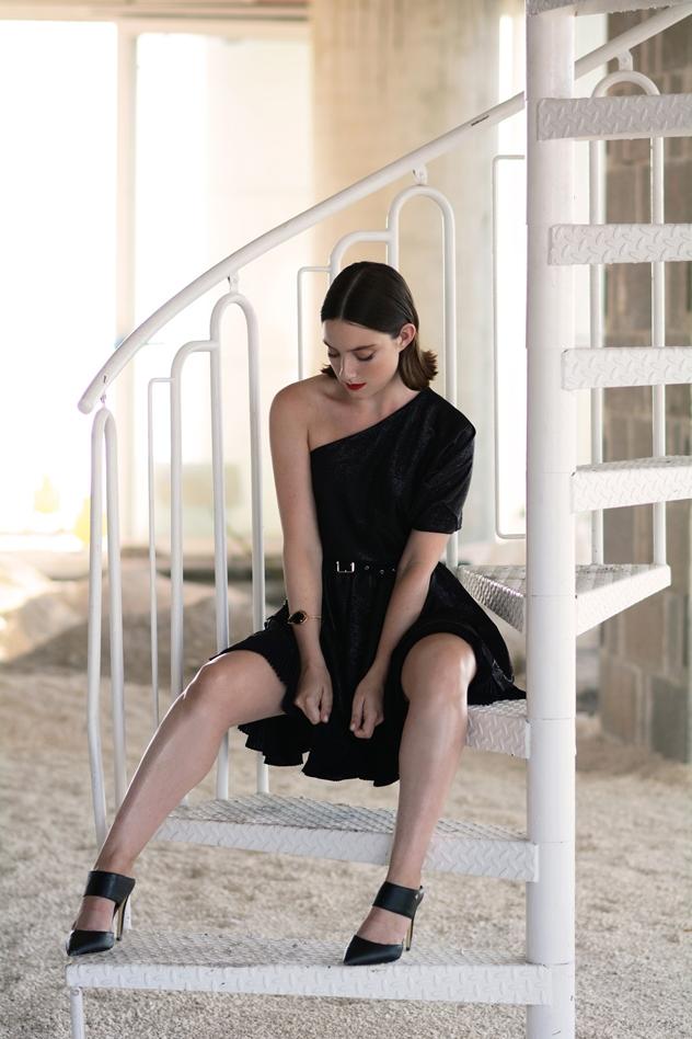 שמלה: - JUST CAVALLI לפקטורי 54, נעליים: קסטרו (צילום: ירדן הראל)