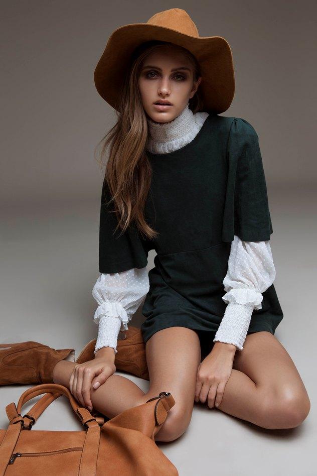 שמלה: זארה, חולצה: טוונטיפורסבן, נעליים: אלדו, כובע: פוראבר 21, תיק: אריסטושמט, סטיילינג: מיטל צארום