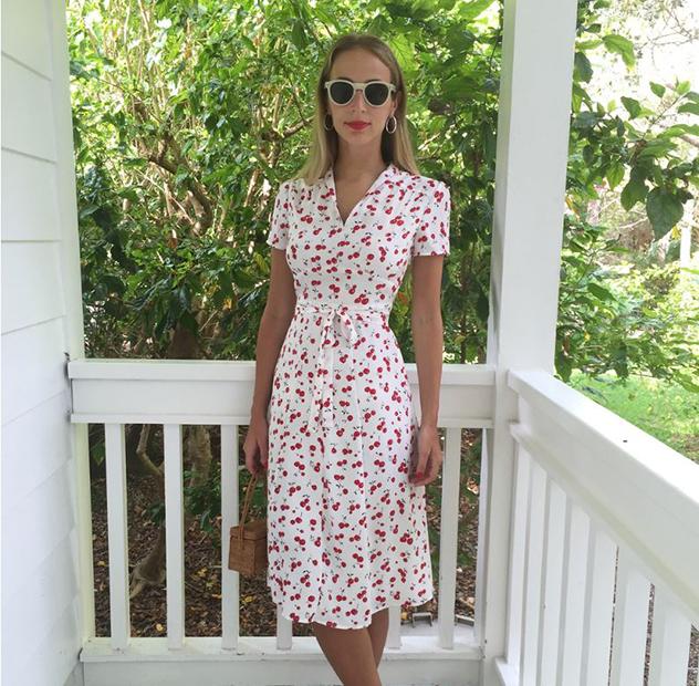 הדי ג'יי הארלי ויירה ניוטון בשמלת תה קלאסית בעיצובה (צילום: אינסטגרם harleyvnewton)