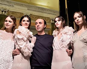 היום שאחרי ביונסה: המעצב שאחראי לשמלה הכי מדוברת ברשת