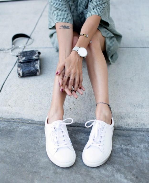 ככה תחזירו את הלבן לנעליים (צילום: kate waterhouse מתוך הבלוג)
