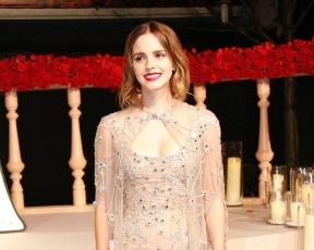 פחות בל, יותר סינדרלה: אמה ווטסון בשמלה עשויה שאריות