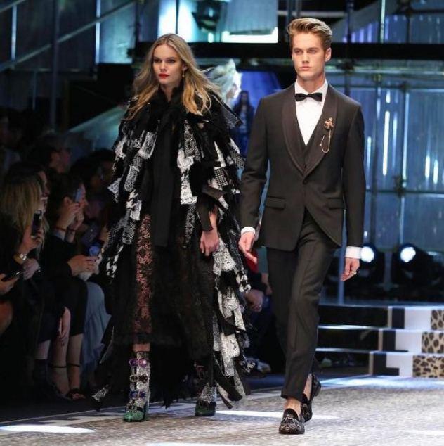 נילס ויסר ואחותו קנדל צועדים על המסלול של דולצ'ה וגאבנה בשבוע האופנה מילאנו (צילום: אינסטגרם Neels Visser)