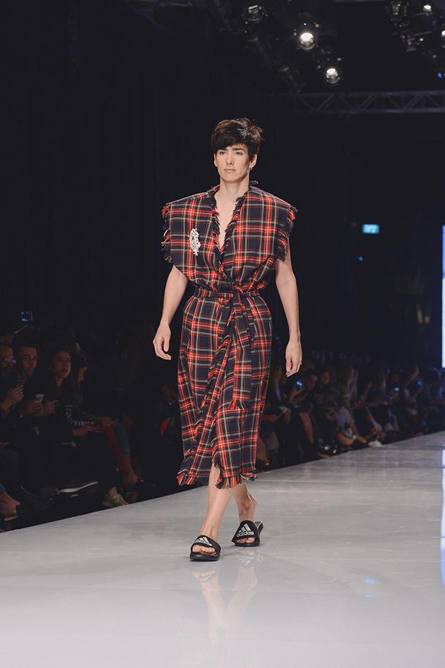 עידן לרוס בשבוע האופנה גינדי תל אביב (צילום: אבי ולדמן)