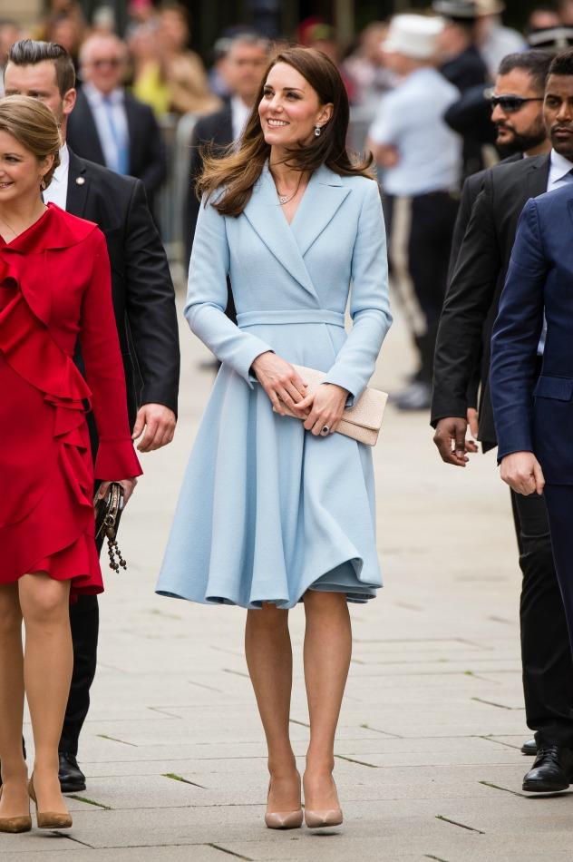 שבוע לפני החתונה של פיפה, קייט מידלטון לובשת וויקסטד. האם זהו רמז לבאות? (צילום: Jeff Spicer/Getty Images)