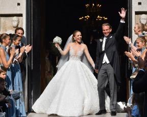 השם מחייב: ויקטוריה סברובסקי בשמלת הכלה הכי נוצצת שיש