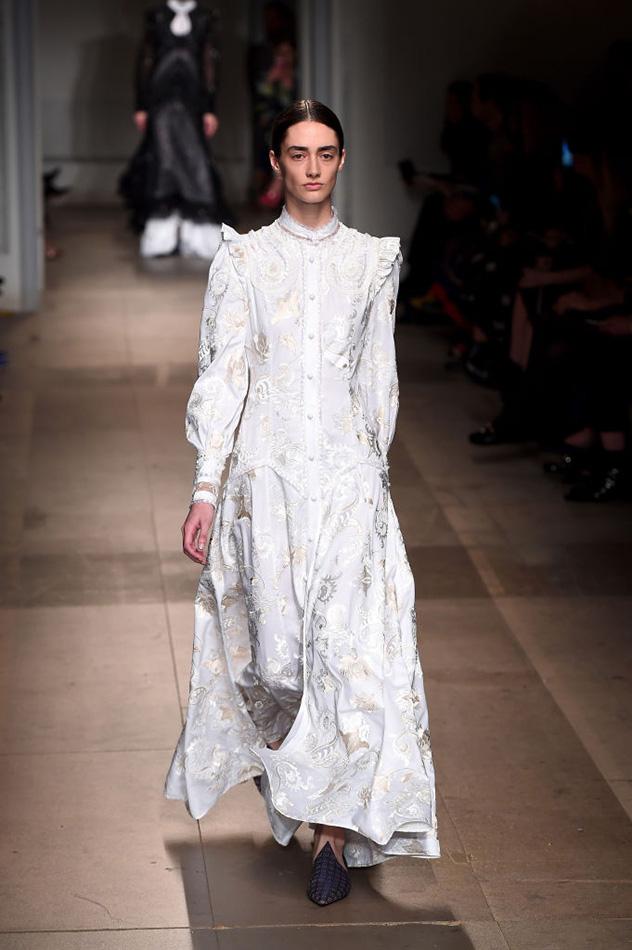 אפשר לתרגם את השמלה הזו למחיר הייץ' אנד אמי? תודה (צילום: Eamonn M. McCormack/Getty Images)