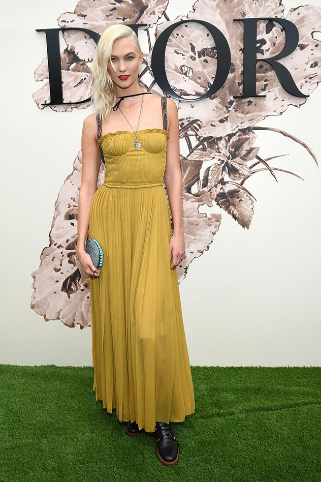 קרלי קלוס מציגה: חרדל הוא הצבע החם ביותר (צילום: Pascal Le Segretain/Getty Images for Christian Dior)
