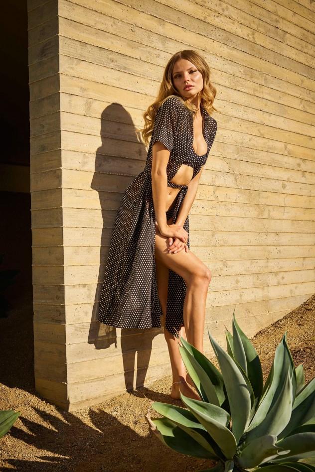"""ביץ', פליז. כיסוי החוף של המעצבת ליסה מארי פרננדז (צילום: יח""""צ)"""