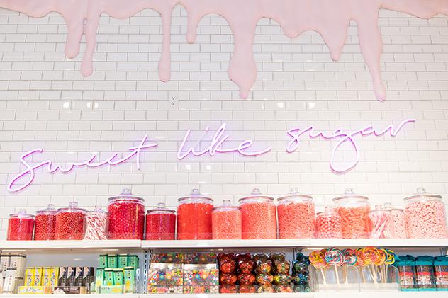 גם ממתקים ממשיים תמצאו שם (צילום: Emma McIntyre/Getty Images for Riley Rose)