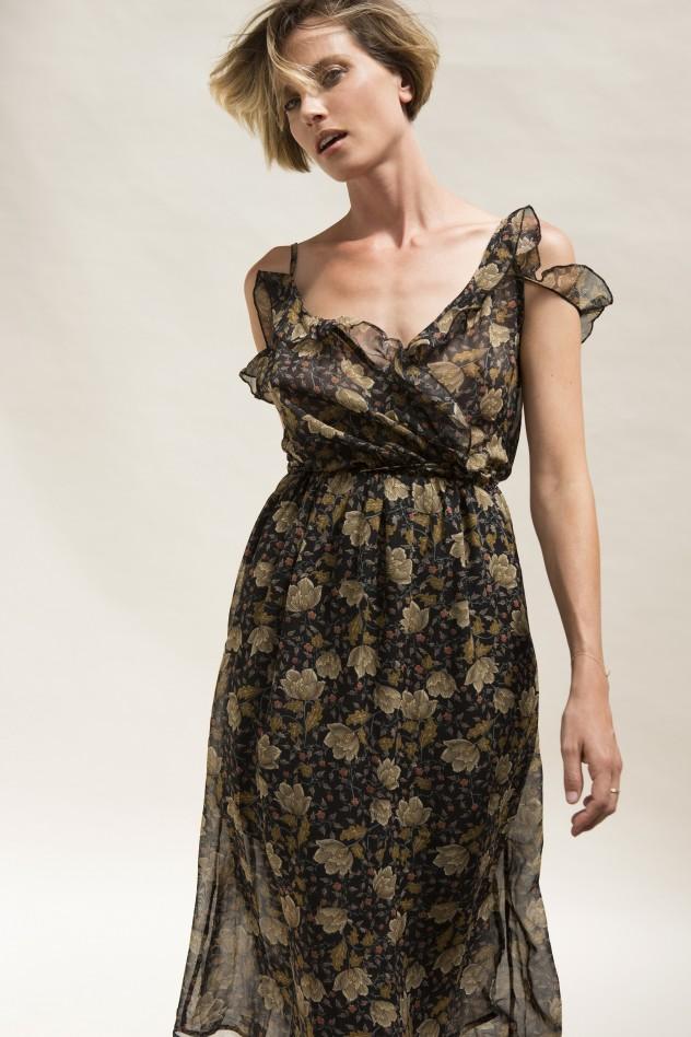 זוהרת בדרך משלה. שמלת שיפון, 350 שקלים ב-Disobey לאליז ג'וליארד (צילום: גיא כושי ויריב פיין)