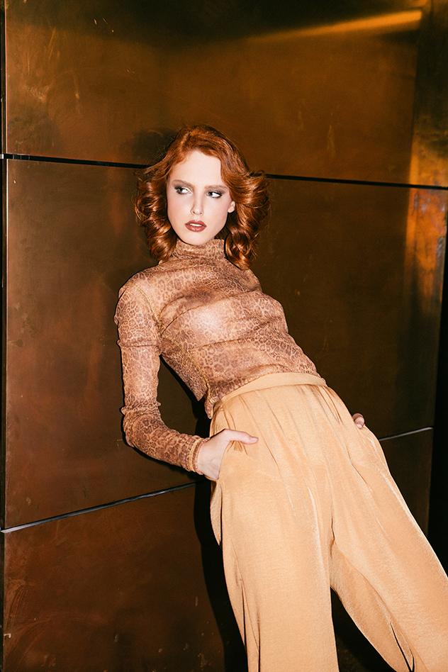 סטיילינג: מיכל קאירי ,חולצה: ים יאגודייב, מכנסיים: דנה סידי (צילום: רותם לבל)