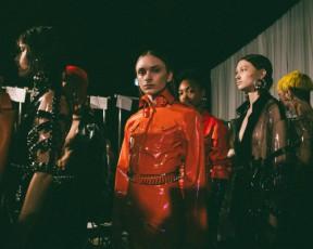 קים, לתשומת לבך: אלון ליבנה פתח את שבוע האופנה עם פאנק עתידני מושלם