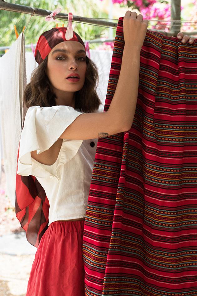 מטפחת וחצאית- אמריקן וינטג׳, חולצה- זארה