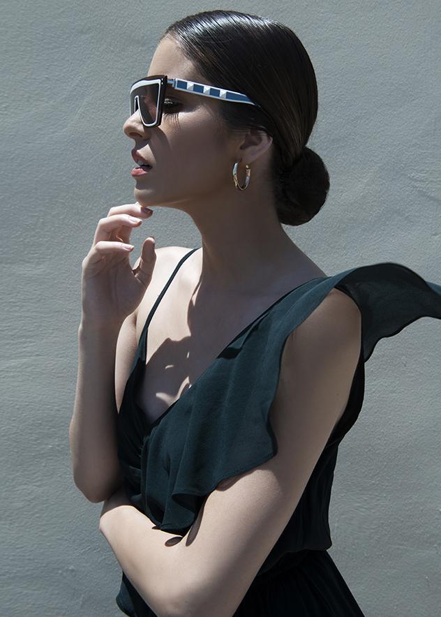 סטיילינג: רחל אלגנייב, שמלה: נומרו 13, משקפיים: ולנטינו, עגילים: אלדו