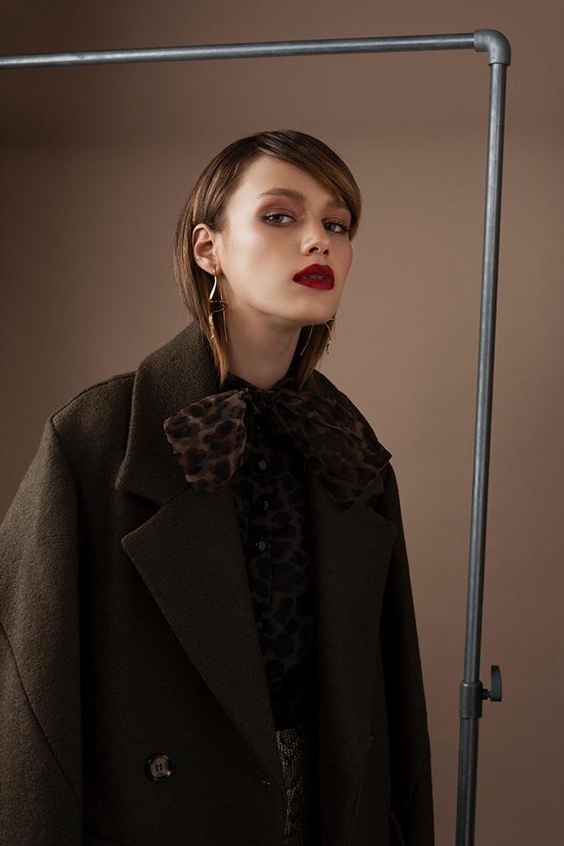 מעיל: H&M, חולצה : זארה, עגילים: ה. שטרן