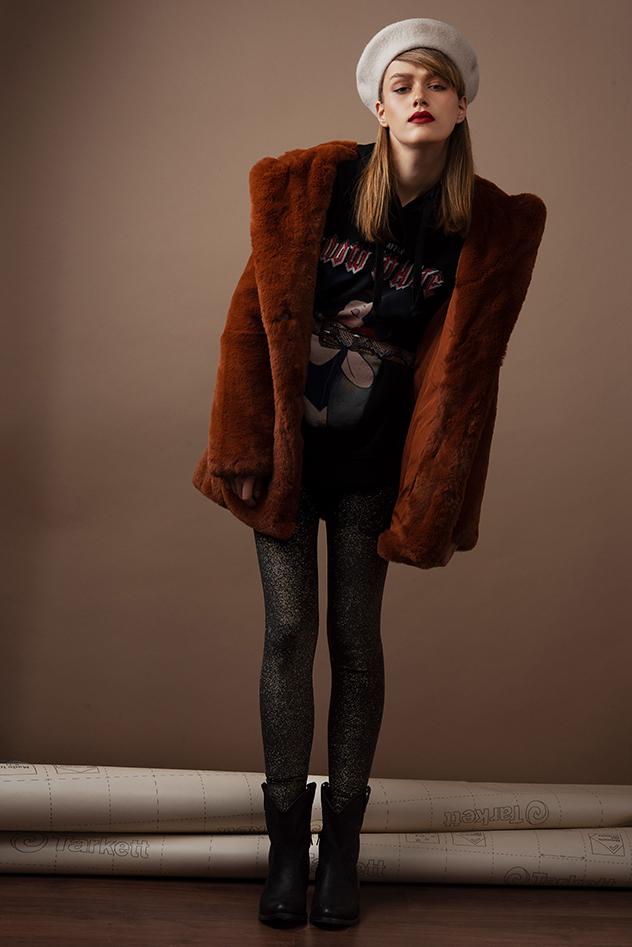 מעיל: ברשקה, סווטשירט וחגורה: Pull&Bear, כובע: H&M, מכנסיים: זארה, נעליים: Seventy Nine  ל-WeShoes