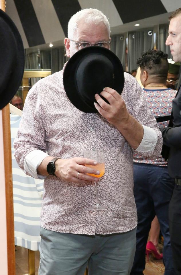 ריי קלווין. מרבה להסתיר את פניו בתמונות (צילום: Astrid Stawiarz/Getty Images for Ted Baker London)