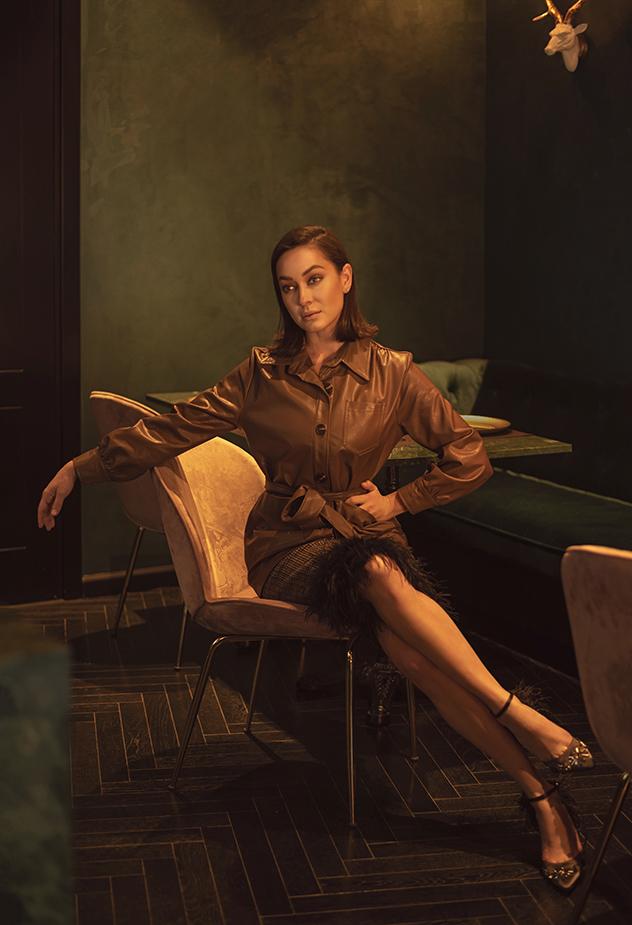 ז'קט-חולצה: הלנה, נעליים: זארה, חצאית: טופשופ, עגילים: Pandora