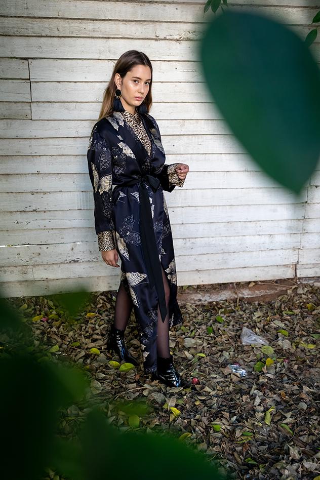 סטיילינג: עדי וילצ'יק, דוגמנית: אביה דוזלי, איפור ושיער: כרמל גולן, אסתריקה, בגדים: אוסף פרטי (צילום: נדב קרלינסקי)