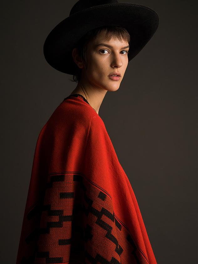 צילום: דור לב, סטיילינג: דור הרוש ואליה אביבי, כובע ופנצ׳ו: streetwize