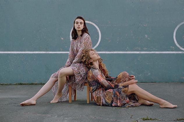 דורית - שמלה: צימרמן לבוטיק Amor, אביטל - שמלה : צימרמן ל-Factory54