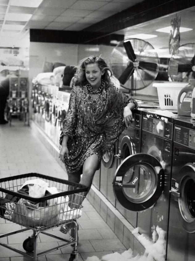 איקונית (צילום: Peter Lindbergh ל-Harper's Bazaar)