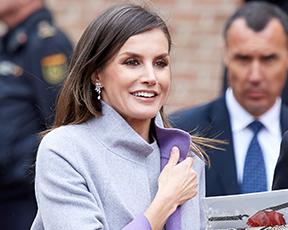 יפה בסגול: מלכת ספרד בלוק אביבי ושיער מאפיר