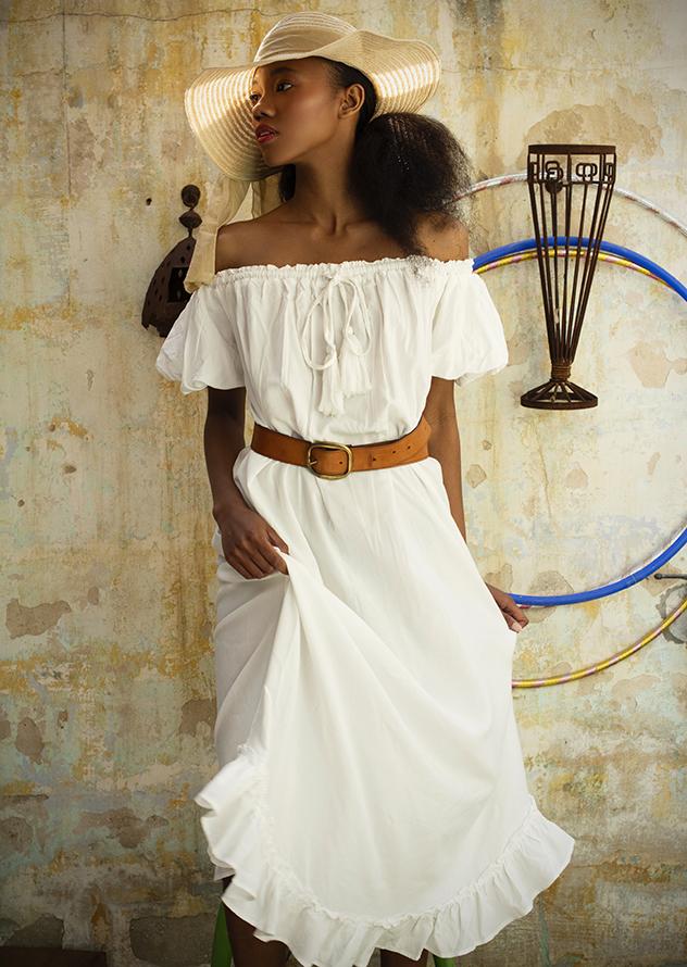 סטיילינג: אליאנור גלעד. שמלה: גלביה, חגורה: קסטרו, כובע: מנגו