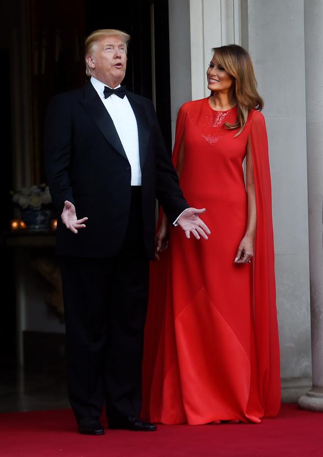 כיפה אדומה. מלניה ודונלד בארוחת הערב שארגן לכבודם הנסיך צ'רלס (צילום: Peter Summers/Getty Images)