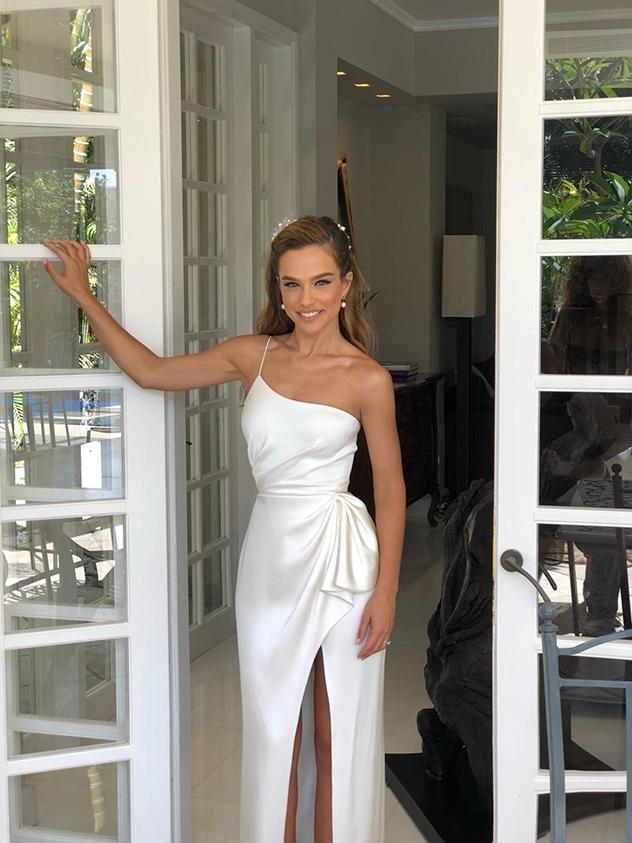השמלה הראשונה - לקבלת הפנים (צילום: ערן לוי)