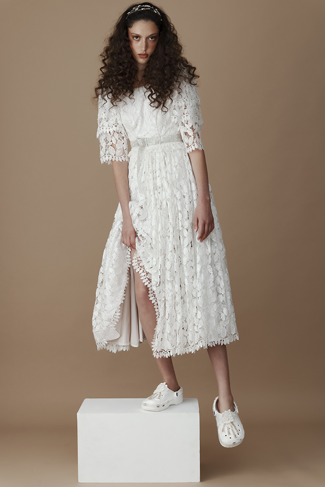 סטיילינג: עדי אור רחמני. שמלה: גלית ועדי אור,חגורה: בוטיק עינב שטרית, תכשיטים: מיראלה רייטר