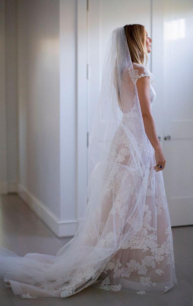 גווינית' פאלטרו בשמלה של ולנטינו (צילום: John Dolan and Lynsey Addario)