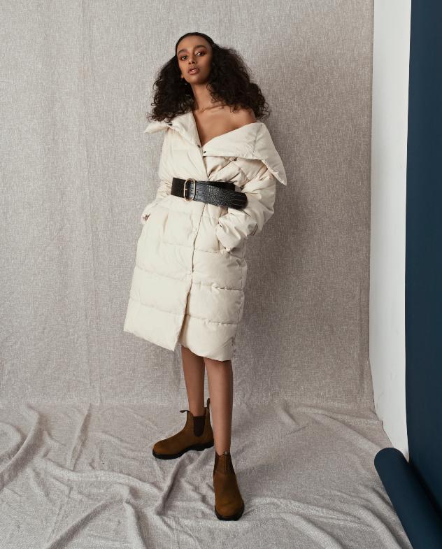 סטיילינג: מאי ביטון. מעיל: מנגו, חגורה: סטרדיווריוס, נעליים: בלנסטון (צילום: שי פרנקו)