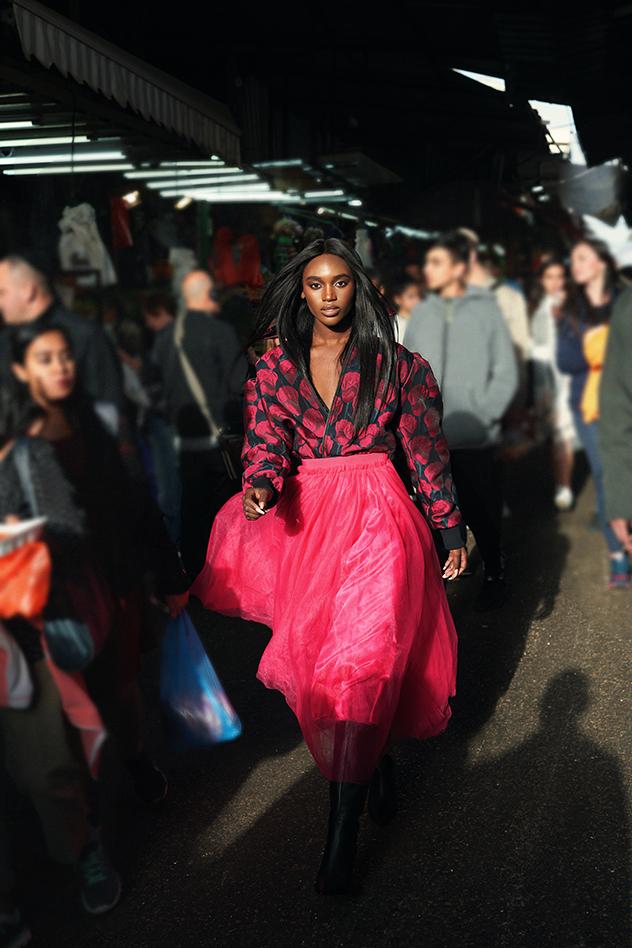 בגד גוף: קלווין קליין, ז'קט: Bow-M לרזילי, חצאית: שחר אבנט לרזילי, נעליים: זארה (צילום: חלי פרידמן)