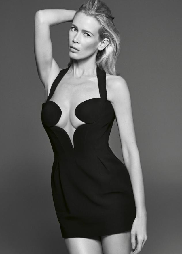 בשמלה מהקולקציה החדשה של ורסאצ'ה. צילום: Sebastin Kim, מתוך Elleuk