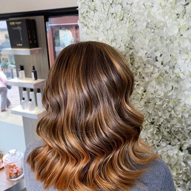 אז אולי לא ייצא כמו מספרה, אבל עדיין השיער יהיה צבוע (צילום: אינסטגרם lifestyle)