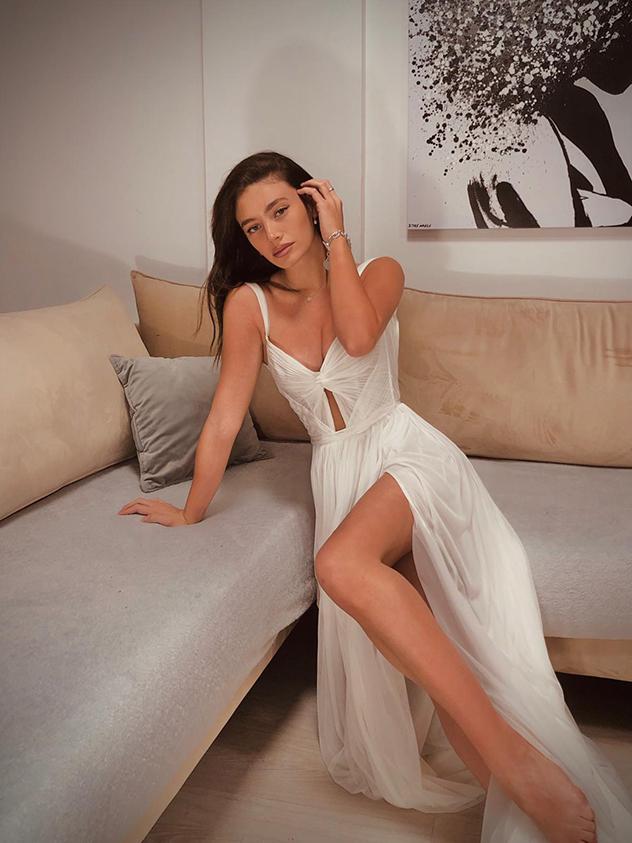 """ריף נאמן בשמלה של דנה הראל (צילום: יח""""צ)"""