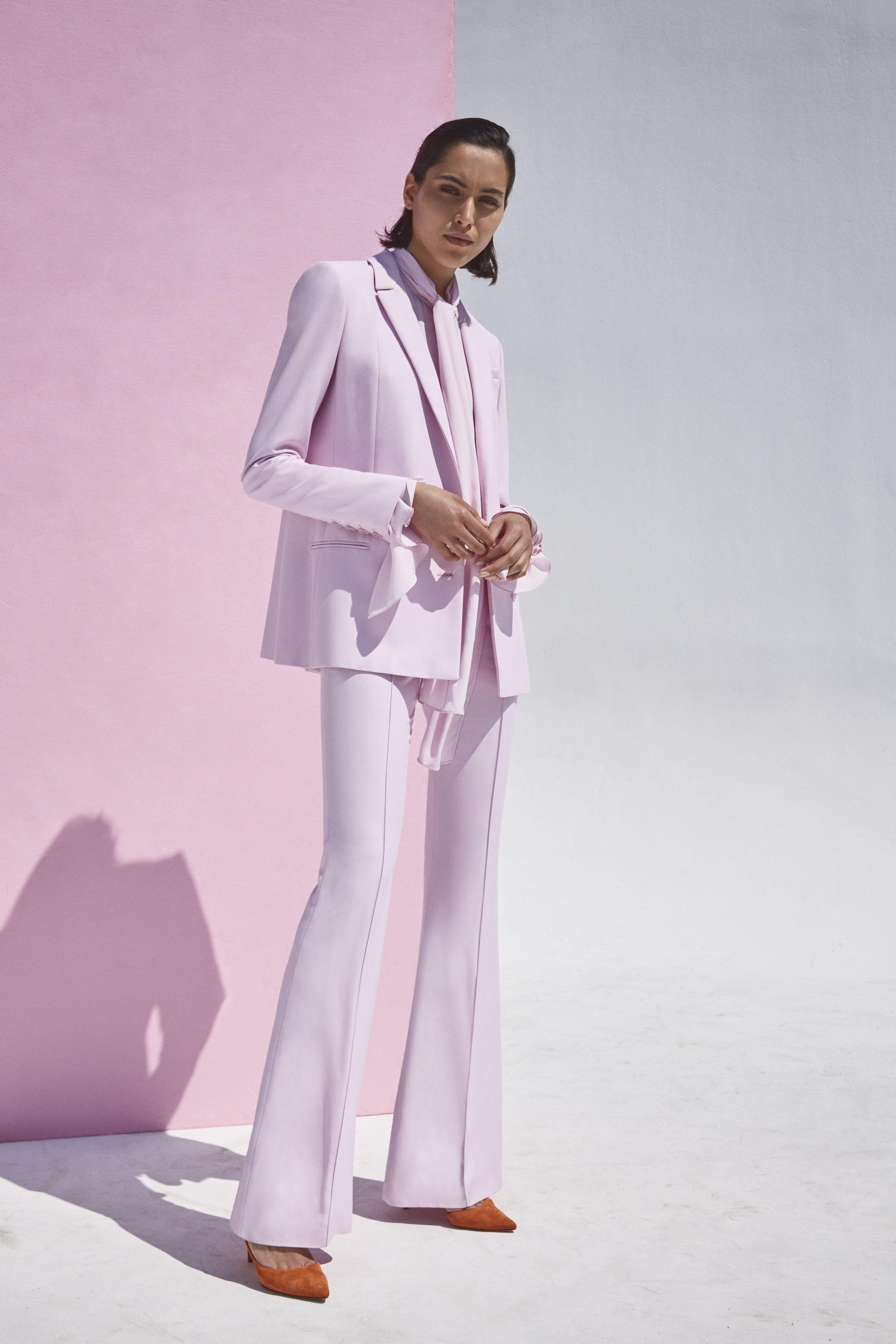 """פולקה לבוטיק מילוס, מחיר: בלייזר - 2,800 שקלים, מכנסיים - 1,800 שקלים (צילום: יח""""צ)"""
