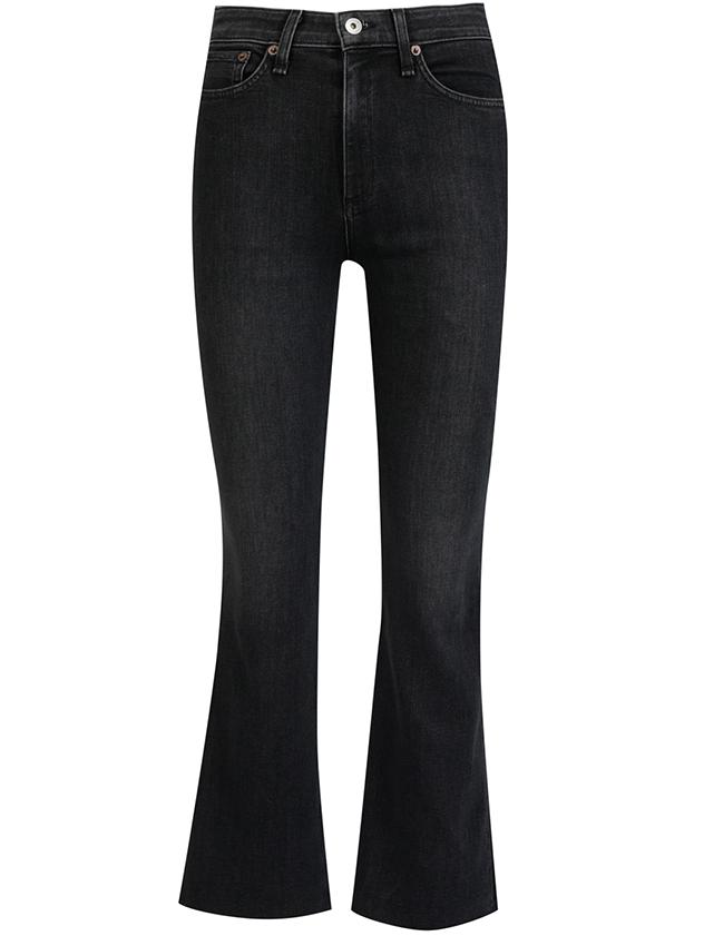 הגזרה המדויקת של העונה בגוון המדויק של כל העונות. ג'ינס שהוא בנק של מחמאות (צילום: מתוך האתר הרשמי)