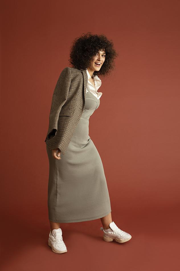 סטיילינג של שקד אוברגוט - שמלה: זארה, חולצה מכופתרת: אריאל טולדנו, נעליים: אדידס