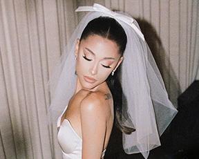טוויסט בגב: אריאנה הצליחה להפתיע אותנו עם שמלת כלה משגעת