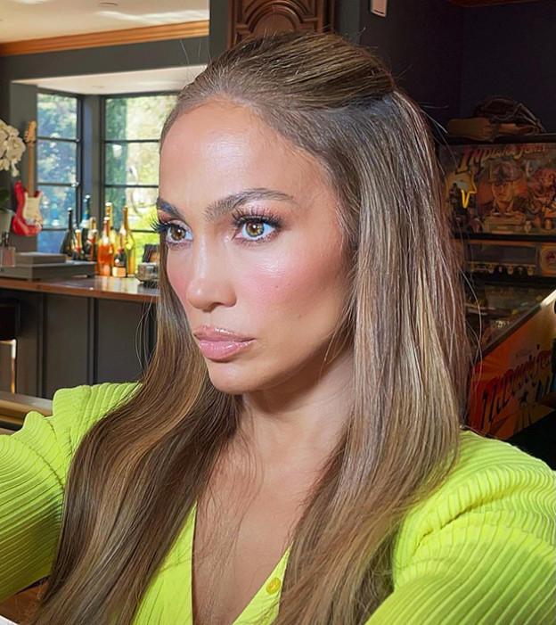 ג'יי לו מפתיעה עם צבע מטורף (צילום: Jennifer Lopez אינסטגרם)