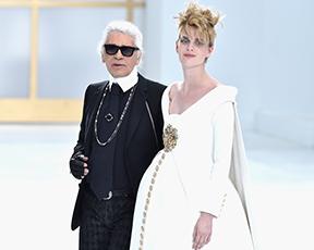 הגימיק של שאנל: דוגמנית הריונית בשמלת כלה וקרדישאן על המסלול