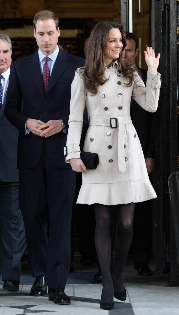 קייט מידלטון בשמלת טרנץ' של ברברי | צילום: גטי אימג'ס
