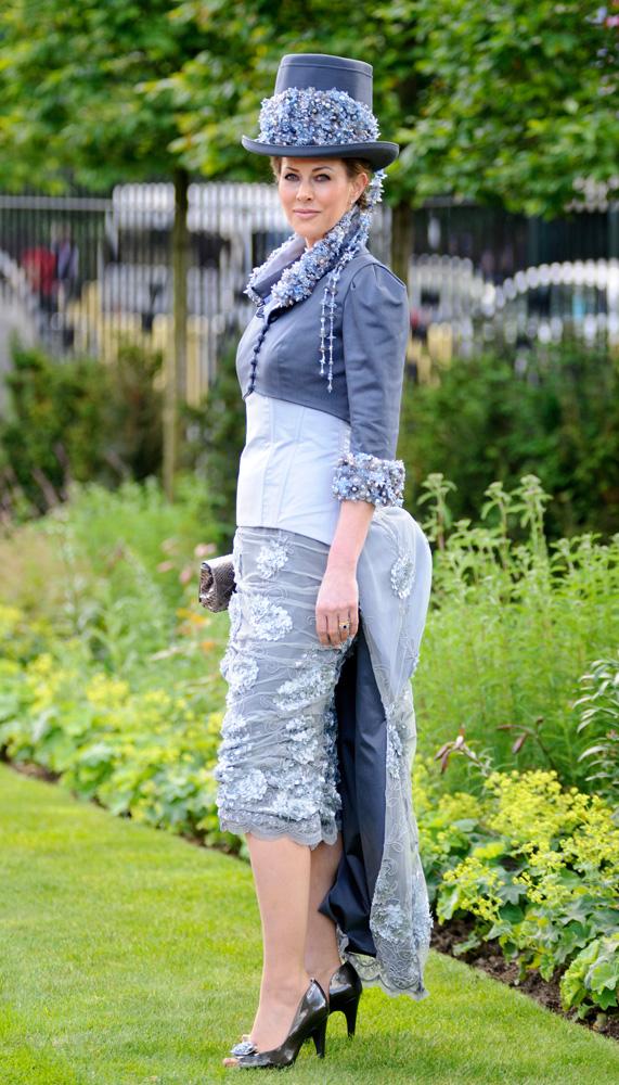 הדוגמנית פלורנס ברונדל | התאימה את הזנב לאירוע | צילום: גטי אימג'ס