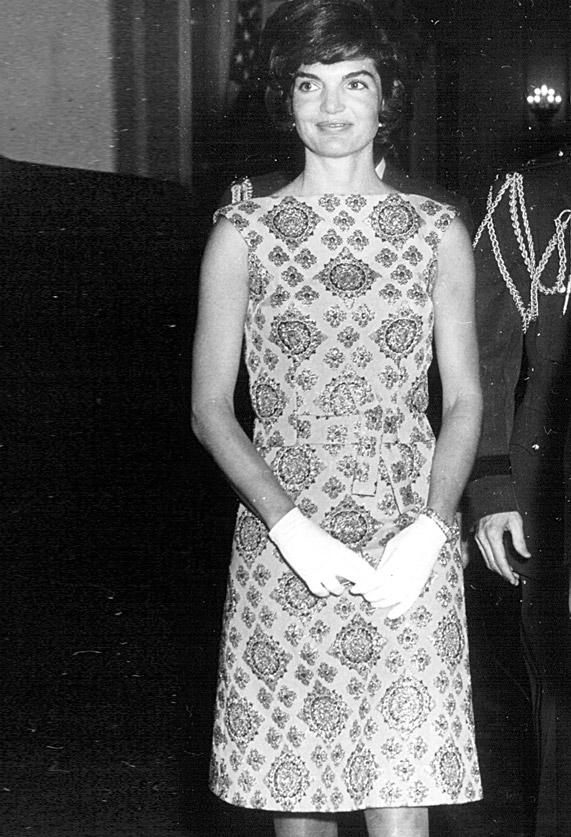 ג'קי קנדי בשמלת שיפט, 1961 | צילום: גטי אימג'ס