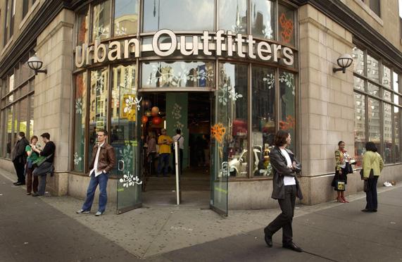 חנות של אורבן אאוטפיטרס בניו יורק | צילום: גטי אימג'ס